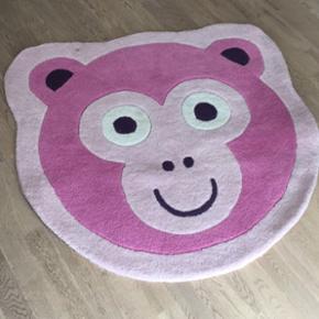 Flot tæppe til børneværelset. Måler  - Randers - Flot tæppe til børneværelset. Måler 1 meter i diameter. Nypris 499,- - Randers