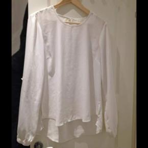 White blouse Size small 20kr - København - White blouse Size small 20kr - København