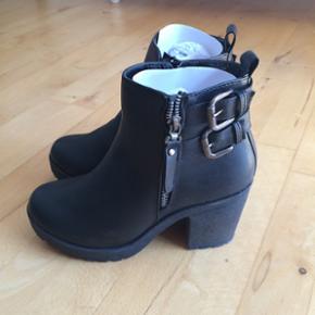 Hel nye sko. Aldrig været brugt. 160kr  - København - Hel nye sko. Aldrig været brugt. 160kr str 37
