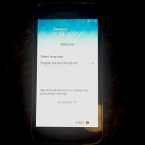 Samsung Galaxy s5 mini. Den fungerer opt - København - Samsung Galaxy s5 mini. Den fungerer optimalt, men ligge bare i en skuffe og bliver ikke brugt. Jeg har smidt kassen væk, og der følger ikke lader med. Men laderen er som til alle de andre Galaxy modeller, eller htc. Smid gerne et bud, men  - København