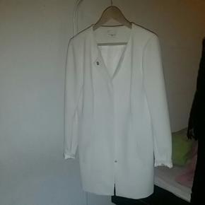 Jakke Hvid jakke til studenter,konfirmat - Aalborg  - Jakke Hvid jakke til studenter,konfirmation, bryllup eller andet - Aalborg