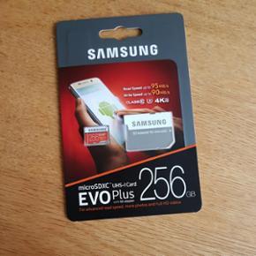 Samsung SD Adapter for microSD + 256gb m - København - Samsung SD Adapter for microSD + 256gb microSDXC USH-I Card NP ca. 1500,- Se sidste billede for pris fra pricerunner. Ikke brugt - stadig i uåbnet emballage. Sælger også VP gear til Samsung - København