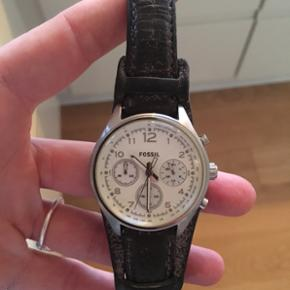 Fossil ur med læderrem - skal have nyt  - København - Fossil ur med læderrem - skal have nyt batteri. 3 år gammelt. - København