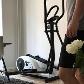 Crosstrainer, fin stand, måler puls, t? - København - Crosstrainer, fin stand, måler puls, tæller kalorier, km mm. Kan skrues op og ned i styrke. - København