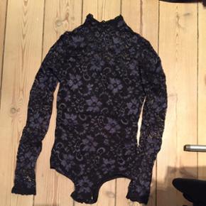 Body stocking i blonde og turtleneck. M? - København - Body stocking i blonde og turtleneck. Mørkeblå og sort. Str 34. - København