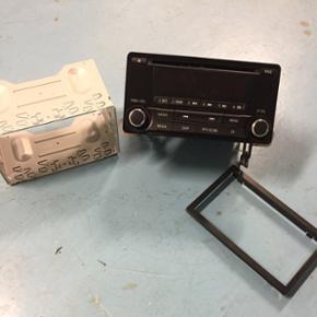 Bil radio har siddet i en mitsubish ASX, - Esbjerg - Bil radio har siddet i en mitsubish ASX, taget ud pga. Der blev installeret navigation skærm, ingen kabler til - Esbjerg