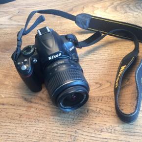 Nikon D3000 spejlreflekskamera sælges i - Aalborg  - Nikon D3000 spejlreflekskamera sælges inklusiv oplader, taske og et 2 GB SD memorycard. Kameraet fremstår helt som nyt uden nogle ridser. Kan afhentes i Aalborg - Aalborg