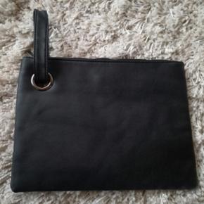 Helt ny taske. Sendes med dao til 35 Kr  - Randers - Helt ny taske. Sendes med dao til 35 Kr eller billigere med postnord på købers egen ansvar ☺ - Randers