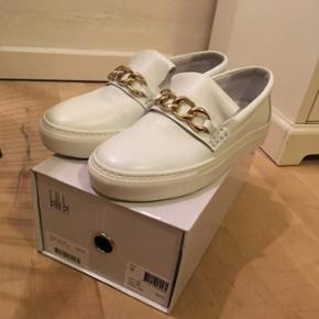 Billi Bi sko, brugt en gang, som ny. Har - Billund - Billi Bi sko, brugt en gang, som ny. Har desværre købt dem et nummer for små, sælges derfor. Str. 38 Np. 999 kr. - Billund