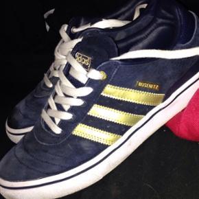 Adidas buzenitz 10 års jubilæum sko St - Helsingør - Adidas buzenitz 10 års jubilæum sko Str. 41 1/3 2 uger gamle Brugt 1 gang til at skate Derfor den lille skramme på højre skosnude - Helsingør