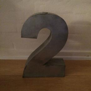 Zink skulptur/stage dekorativ og sjov i  - Århus - Zink skulptur/stage dekorativ og sjov i indretningen - et 2 tal. Kan stå som den er el med et lys i. H: 35 cm B: 24 cm - Århus