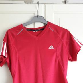 Sport T-shirt. Brugt få gange. Adidas. - Århus - Sport T-shirt. Brugt få gange. Adidas. - Århus