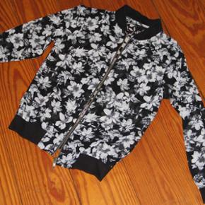 Børnetøj; trøje/bluse Afhentning i Ha - Haderslev - Børnetøj; trøje/bluse Afhentning i Haderslev eller Fredericia - eller forsendelse (køber betaler) - Haderslev