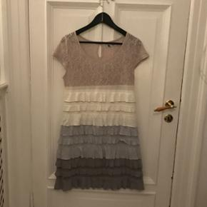 Dress with lace and grill detail. Used o - København - Dress with lace and grill detail. Used once. - København