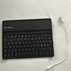 Tastatur til iPad. Tastaturet skal lades - Frederikshavn - Tastatur til iPad. Tastaturet skal lades med kablet der følger med. Tastaturet er Bluetooth. - Frederikshavn