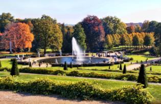 Die Stadt der Schlösser und Gärten mit dem Nostalgiebus entdecken