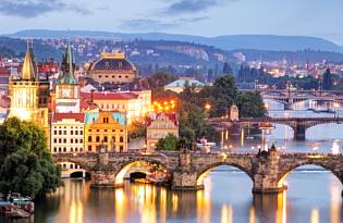 Die bezaubernde Atmosphäre und historischen Stadtkern Prags genießen