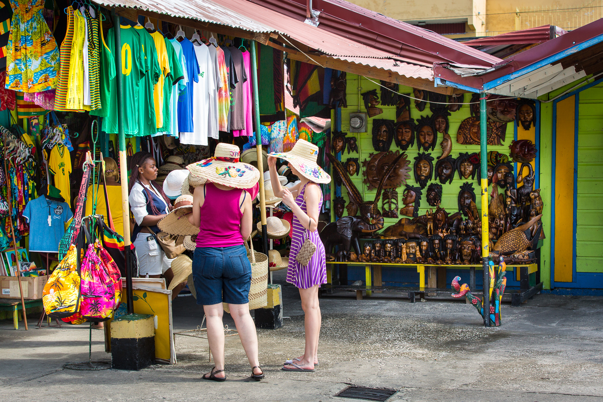 jamaica-mo-bay-tourists-at-craft-market