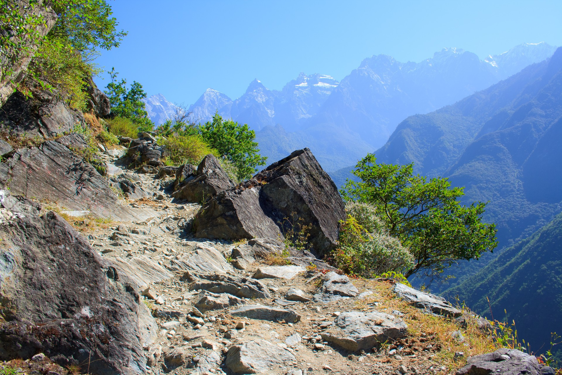 View from Tiger Leaping Gorge hiking trail