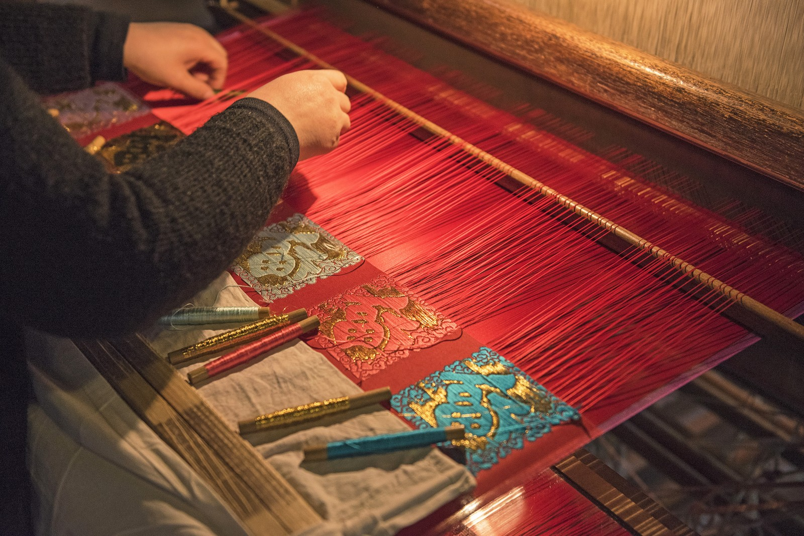 traditional chinese silk weaving