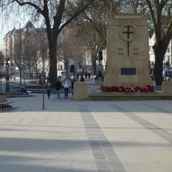 Image: City centre: Public realm and cenotaph