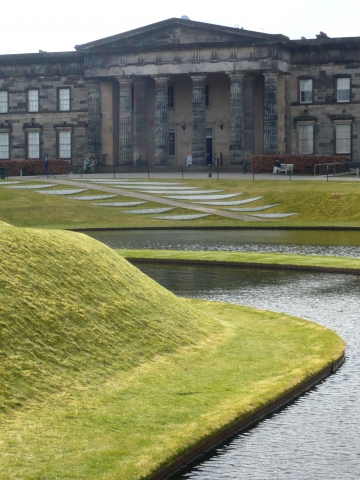 Land Art vor der Scottish National Gallery of Modern Art