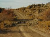 Straße durch den Hackberry Creek
