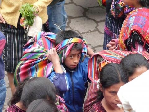 Panajachel - Junge auf dem Markt in Chichi