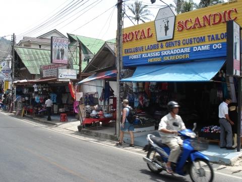 Kata Beach - Shops an der Straße