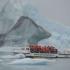Mit dem Amphibienboot zwischen haushohen Eisbergen hindurch - Jökulsarlon
