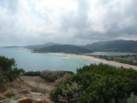 Chia - Ausblick vom Torre auf  Spiaggia Sa Colonia