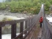 Hängebrücke unterhalb des Colgante-Gletschers