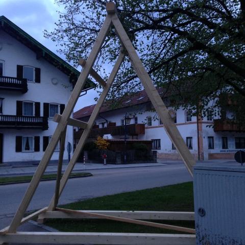 Siegertsbrunn - Trägerelement fürs Maibaum-Aufstellen