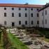Blick auf den Innenhof des Kloster Seeon