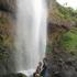 Mitten in den Sipi Falls