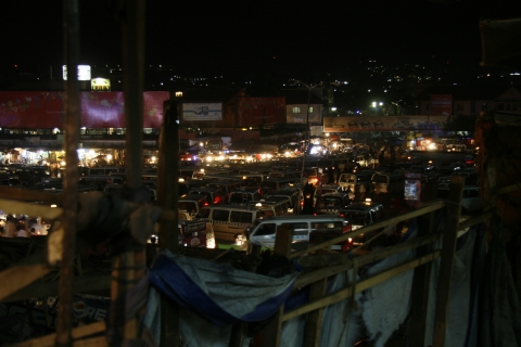Kampala: Der Tax-Park bei Nacht