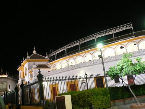 Sevilla - stierkampfarena at night