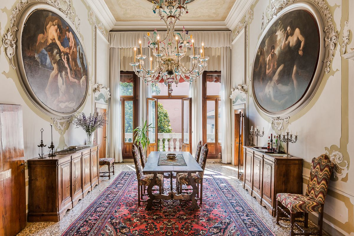 the breathtaking Brunelleschi Piano Nobile dining room