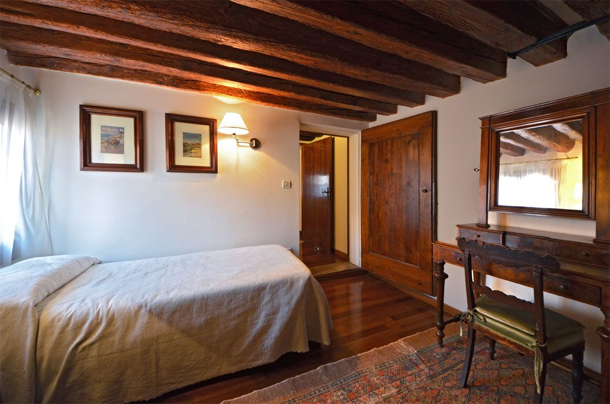 fourth bedroom with single bed
