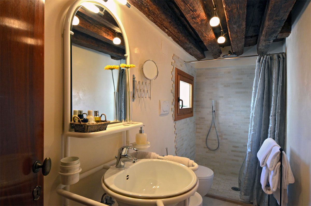 third bathroom of the mezzanine floor
