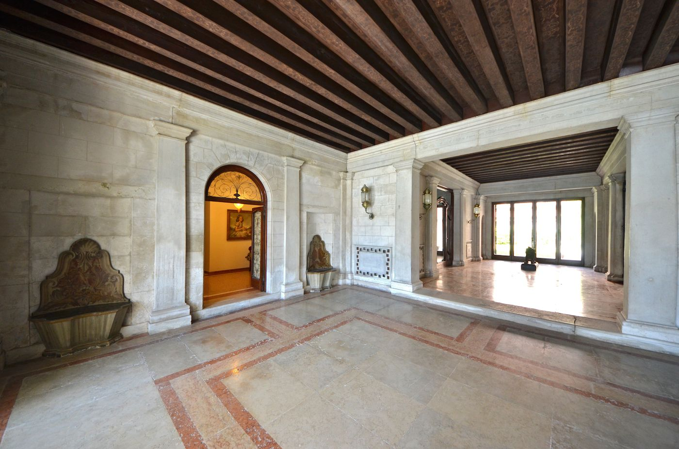 from the water front through th entrance hall of the Palace to the Dogaressa apartment
