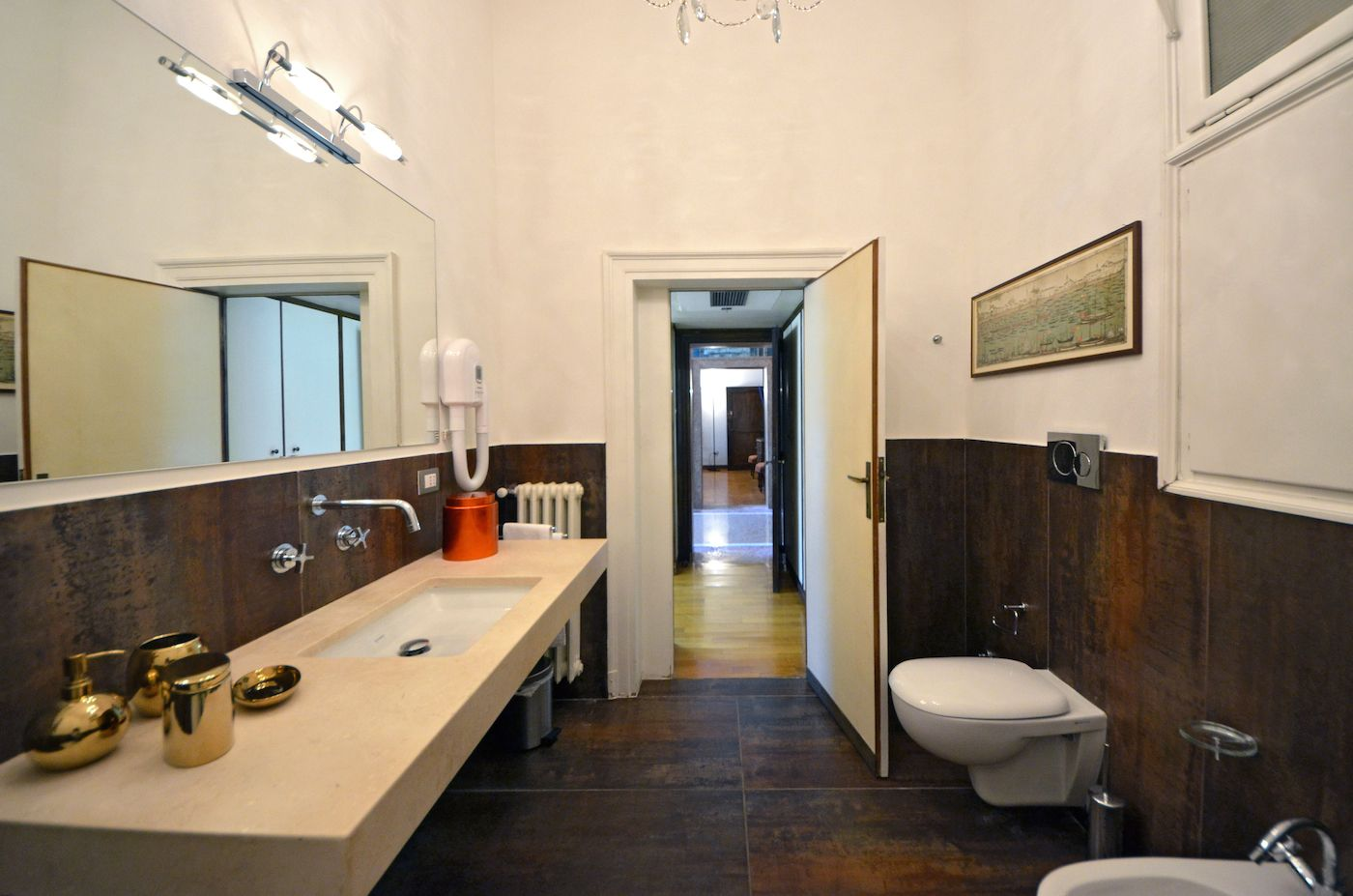 bathroom of the master bedroom