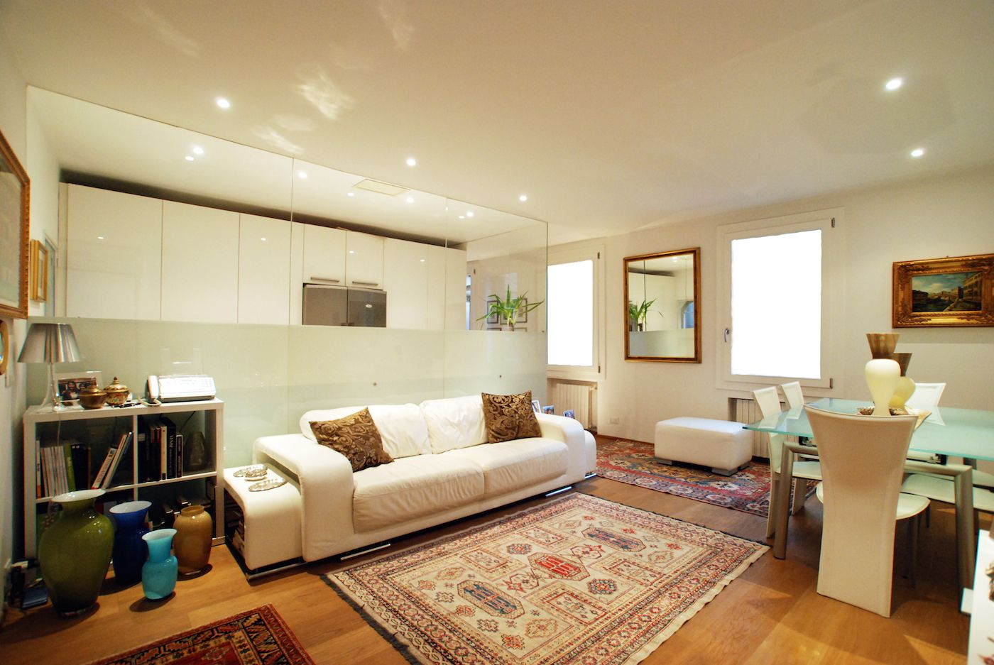the luxurious living room is very comfortable and luminous