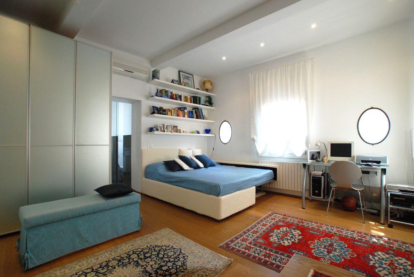 twin/double bedroom with en-suite bathroom