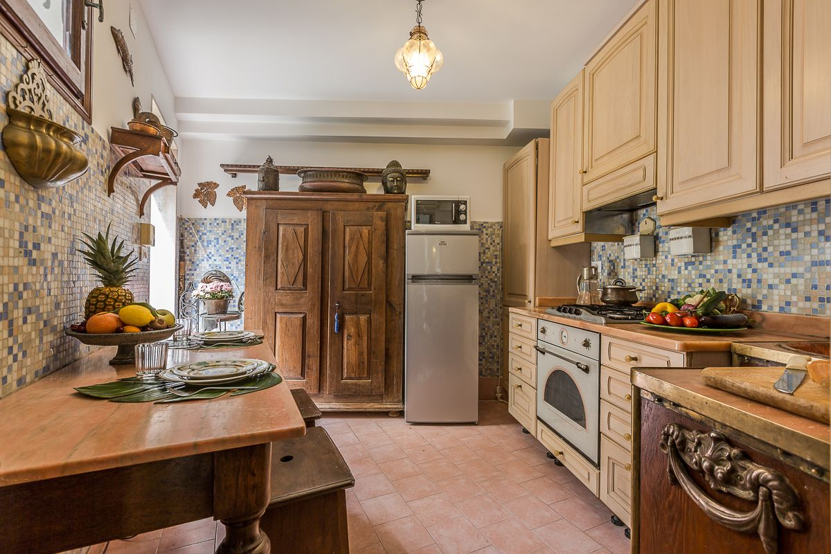 the traditional style kitchen of the Loredan