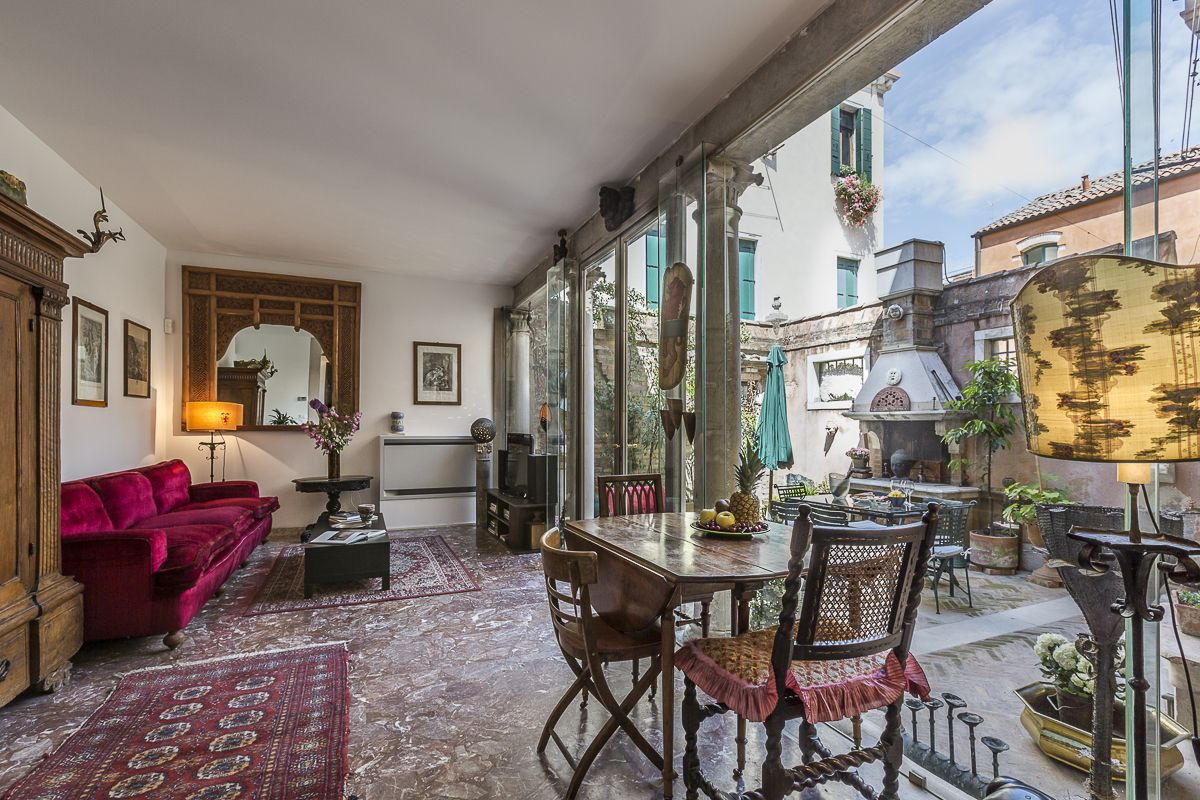 Elegant Finest Holiday Apartments In Venice | Truly Venice Apartments