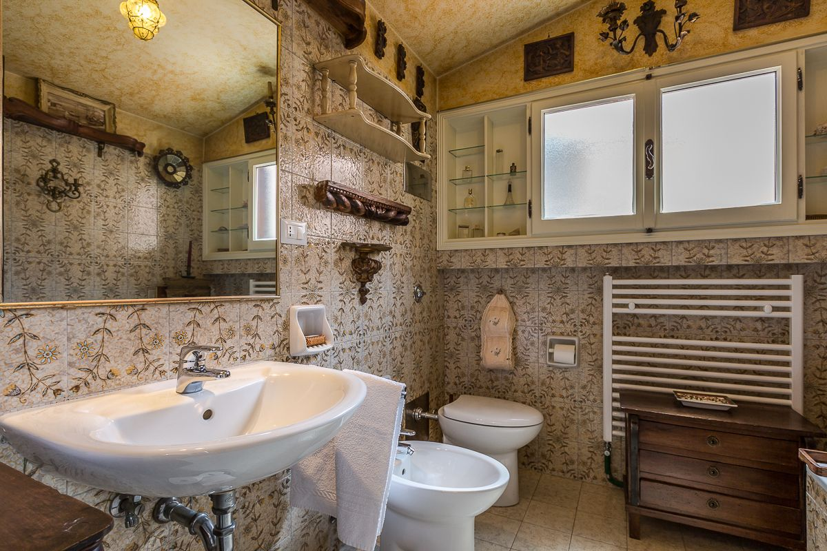 the older bathroom at the second floor with bathtub