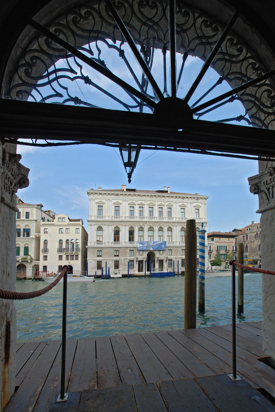 guests can access the palace from the private water door on Grand Canal