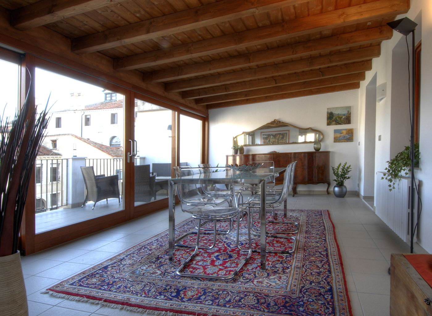 a veranda used as dining room leads to the terrace of the Ca' Pesaro apartment