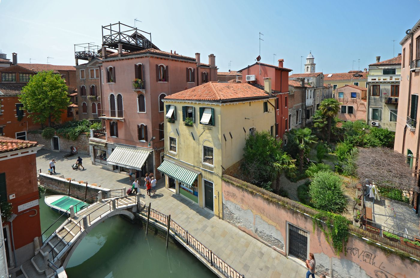 the wide open canal view enjoyable from the Guardi apartment